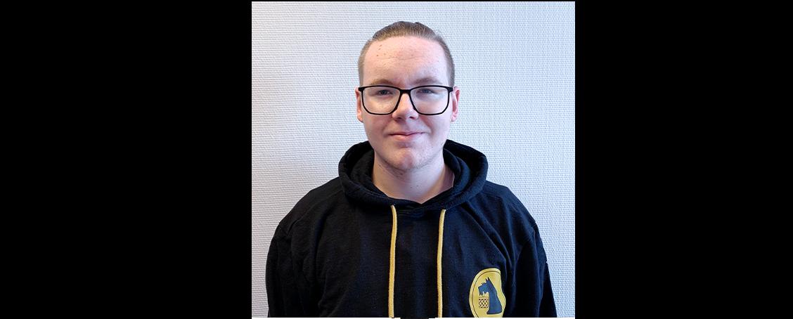 Henri (18) 3. LehrjahrFachkraft Lagerlogistik